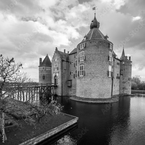 Fotografiet Dramatic Black and White of a Medieval Castle in Europe