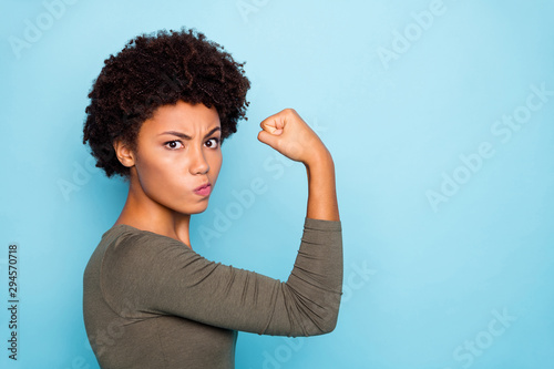 Cuadros en Lienzo Photo of black millennial girl showing you her biceps thinking on result boastin