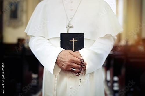 Pope holding a Bible Fototapeta
