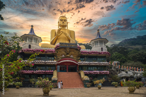 Canvas Print Huge golden Buddha statue on top of the Museum of the Golden Temple Dambulla