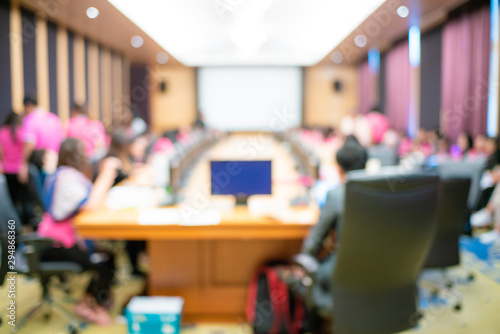 Photo Abstract blurred people sitting in seminar conference hall room