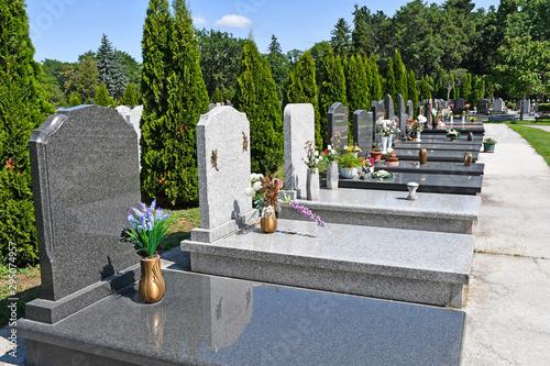 Foto Tombstones in the public cemetery