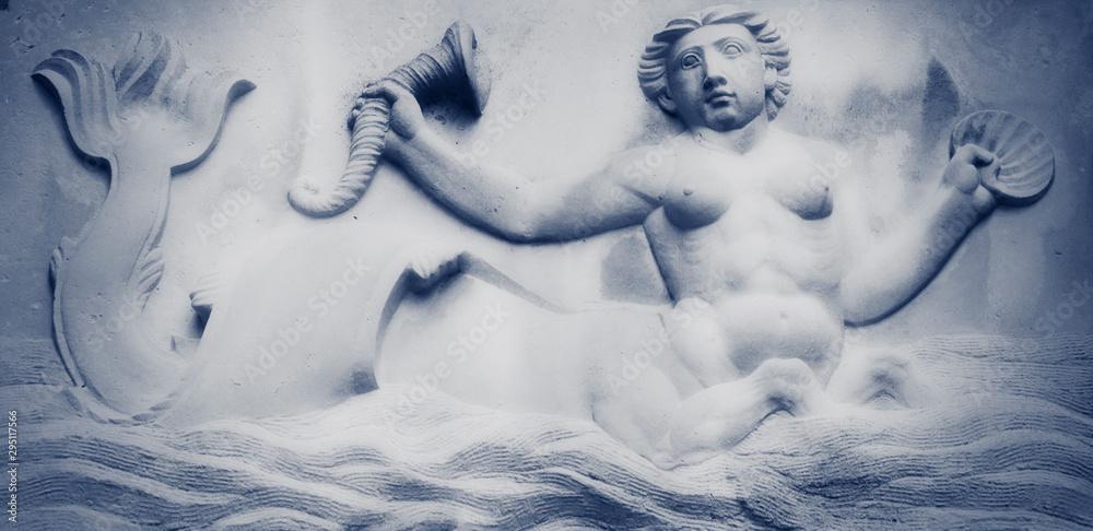 Ancient statue of Mermaid in sea water. <span>plik: #295117566 | autor: zwiebackesser</span>