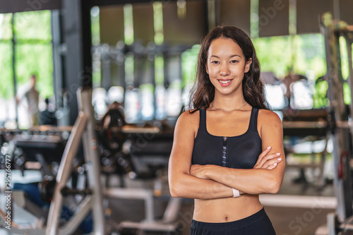 Tablou Canvas Portrait young asian woman wearing sportwear bra and pants fashion in fitness gy