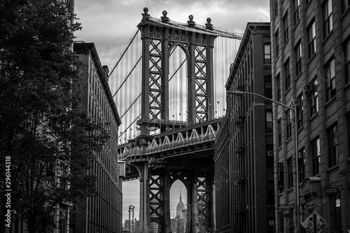 View of one of the towers of the Manhattan Bridge from the streets of the DUMBO Fototapeta