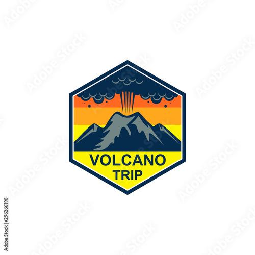 Volcano mountain logo. Simple illustration of volcano mountain vector logo Fototapete