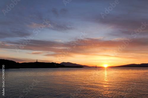 Fotografie, Obraz Sunset over Oban Bay and the entrance to Oban harbour