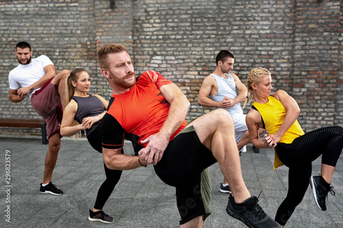 Fotografía Body training concept based on combining fitness and martial arts, street combat