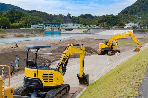 静岡県伊豆の国市狩野川 台風通過後の護岸工事 Fototapet