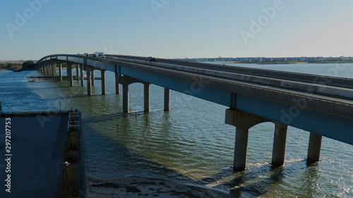 Fotografiet Brigantine boulevard bridge crossing thru the Atlantic ocean waters