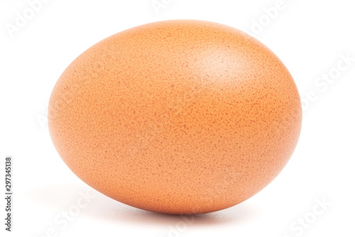 Fotografia Chicken egg isolated on white background with clipping path