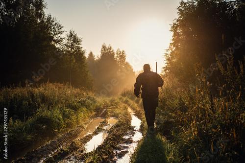 Obraz na płótnie Vintage hunter walks the forest road