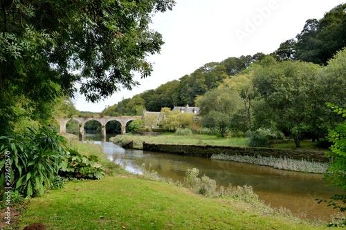 Fotografia, Obraz Vieux pont de pierres en granit sur le Guindy. Bretagne, France