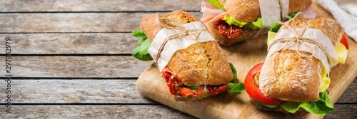 Canvas Print Fresh bread sandwich with ham, lettuce and tomato