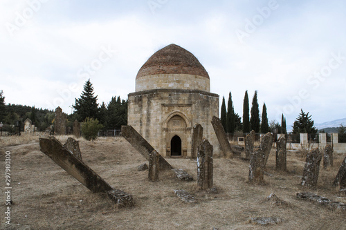 Canvas-taulu The Shamakhi 7 Dome mausoleum is a historical monument.
