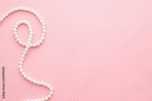 Stampa su Tela Pearls on pastel pink background