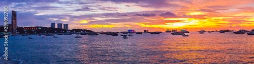 Stampa su Tela Panorama view of travel destination Pattaya Beach and PATTAYA lighting alphabet logo on sunset