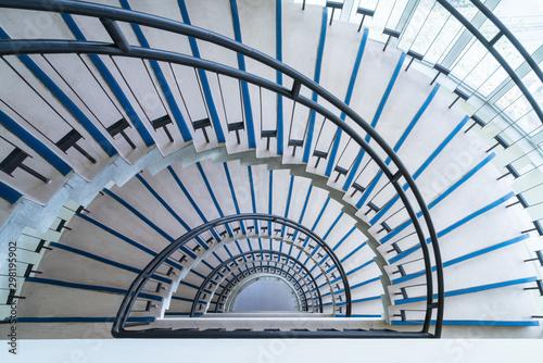 Fotografia modern semicircle staircase