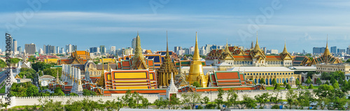 Canvas Print Panorama view of grand palace and emerald buddha temple in Bangkok