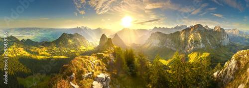 Jesieni góry przy wschodem słońca w Szwajcaria