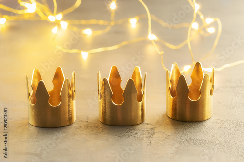 Fényképezés Three gold crowns, symbol of Tres Reyes Magos  ( Three Wise Men) who come bringing gifts for the kids on Epiphany or Dia de Reyes Magos