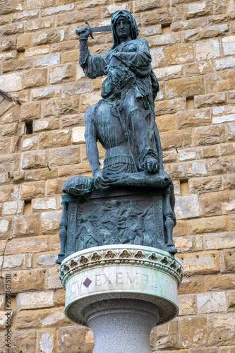 Canvas Print FLORENCE, TUSCANY/ITALY - OCTOBER 19 : Statue of Judith and Holofernes by Donate