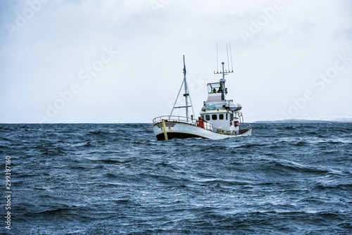 fishing boat in open ocean Fototapeta