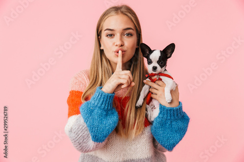 Cute lovely girl playing with her pet chihuahua Fototapeta
