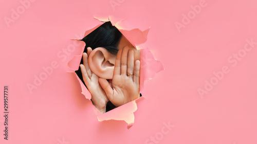 Fotografia Female ear and hands close-up
