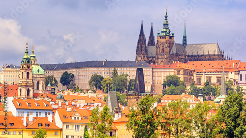 Fotografia City summer landscape - view of the Hradcany historical district of Prague and c