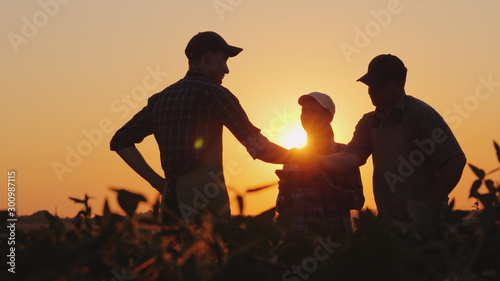 Fotografie, Obraz A group of farmers in the field, shaking hands