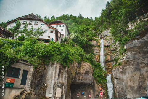Stampa su Tela building at the cliff edge summer time hallstatt austria