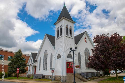 Fotografia, Obraz New Hope Fellowship Church on Main Street in Maynard historic town center in summer, Maynard, Massachusetts, USA