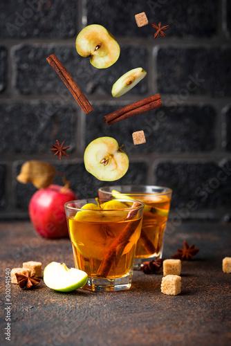 Photographie Spicy apple cider, autumn drink