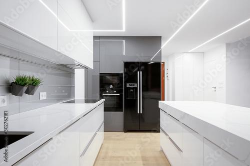 Fotografia Kitchen with led ceiling lights