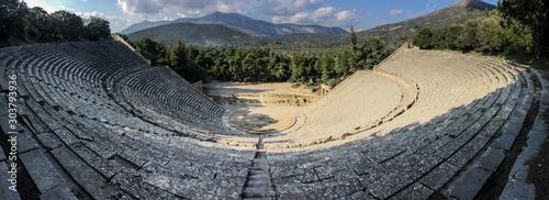 Fotografia Wideangle panorama of famous ancient Epidauros amphitheater located in Greece ne
