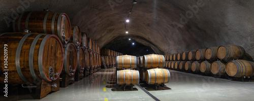 Fotografía wine barrels in cellar