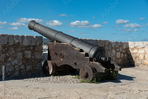 Fotografia Ancient bronze cannon in Ibiza