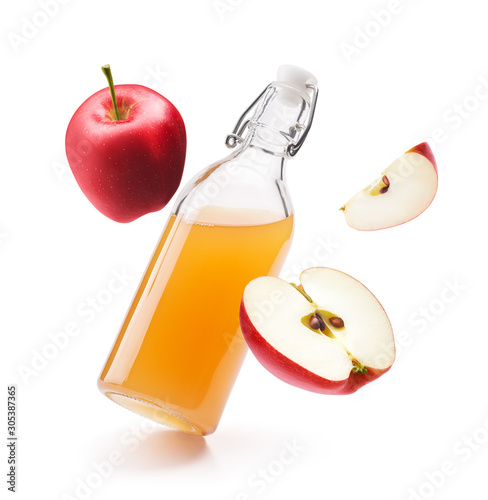 Tablou Canvas Apple cider vinegar with fresh red apples isolated on white background