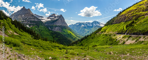 Obraz na plátně Sunny panorama in Glacier national park, Montana