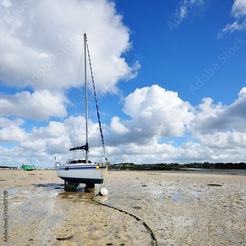 Photo Yacht during ocean low tide in Plouguerneau, Brittany, France
