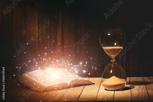 Hourglass and Holy Bible Fototapet