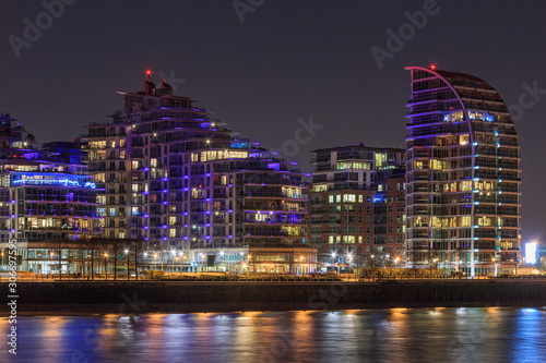 Платно Battersea is a district of south west London, England, within London Borough of Wandsworth