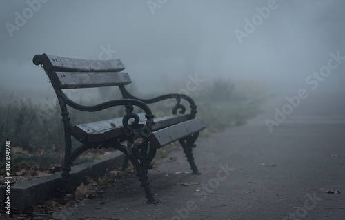 Wooden bench in the park a foggy day Fototapet