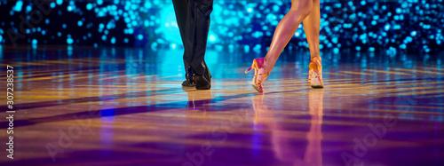 Billede på lærred Woman and man dancer latino international dancing