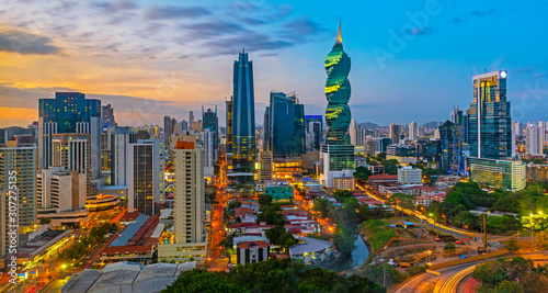 Photographie The colorful panoramic skyline of Panama City at sunset with high rise skyscrapers, Panama, Central America