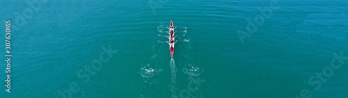 Foto Aerial drone top panoramic view of sport canoe rowing synchronous athletes compe