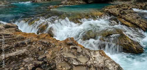 Fotografie, Obraz Natural Bridge and sinkhole rock formation over Kicking Horse River in Yoho Nati