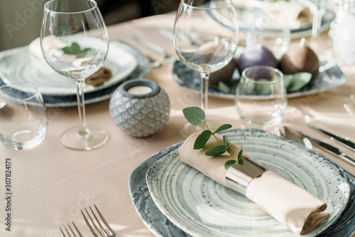 Fotografia Luxury table setting for dining in pastel colors close up