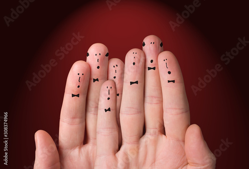 Photographie Faces are painted on the fingers